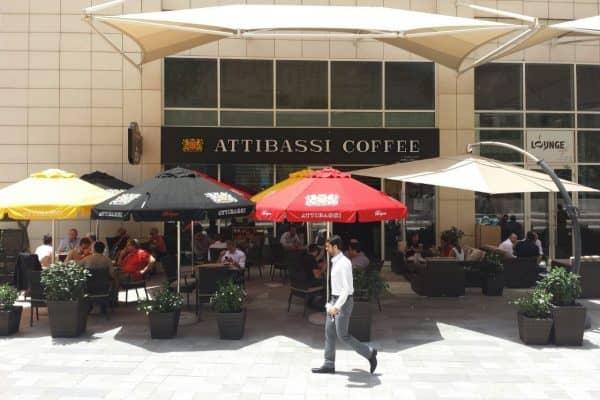 Attibassi Caffetteria in Franchsinig a Dubai - veduta dei tavolini all'aperto