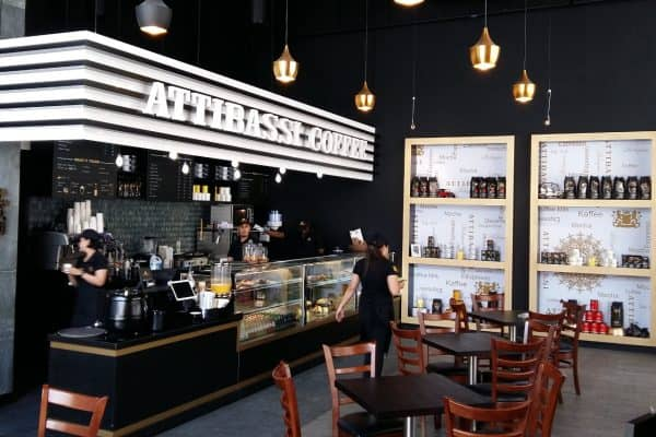 Attibassi Caffetteria in Franchsinig a Dubai - veduta del bancone e dell'interno